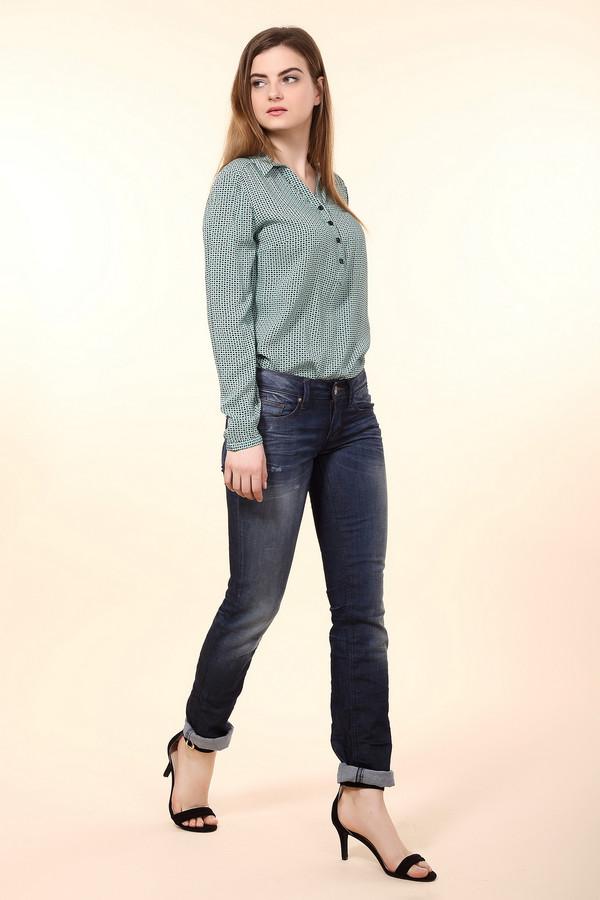 Модные джинсы Tom TailorМодные джинсы<br>Джинсы-скинни от бренда Tom Tailor выполнены из синего денима. Изделие дополнено: пятью стандартными карманами, шлевками для ремня и застежкой-молния с пуговицей. Джинсы оформлены декоративными потертостями, складками и эффектом состарености. Изделие декорировано контрастной отстрочкой.<br><br>Размер RU: 44-46(L34)<br>Пол: Женский<br>Возраст: Взрослый<br>Материал: хлопок 98%, эластан 2%<br>Цвет: Синий