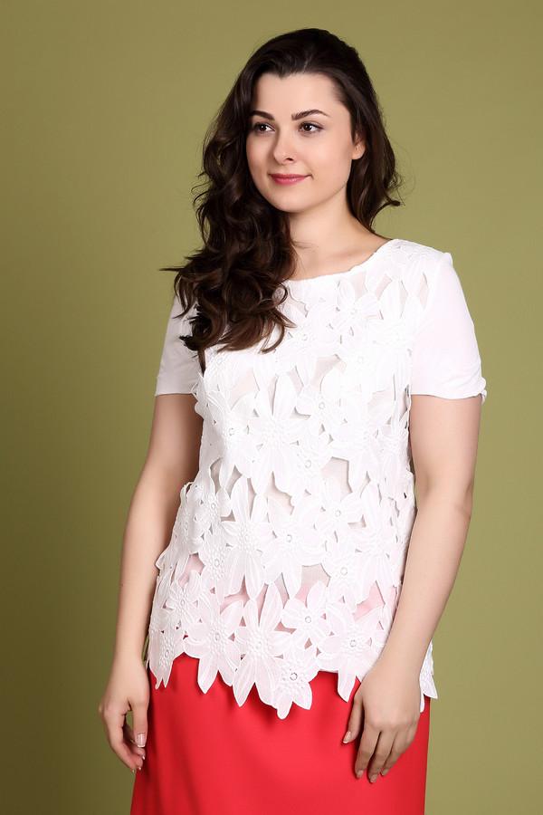 Блузa OuiБлузы<br>Блуза женская белого цвета фирмы Oui. Модель выполнена прямым фасоном. Изделие дополнено округлым воротом, втачными, короткими рукавами, задней застежкой молния. Блуза изготовлена из кружевного полотна. Ткань состоит из 100% полиэстера. Сочетать можно с различными юбками.