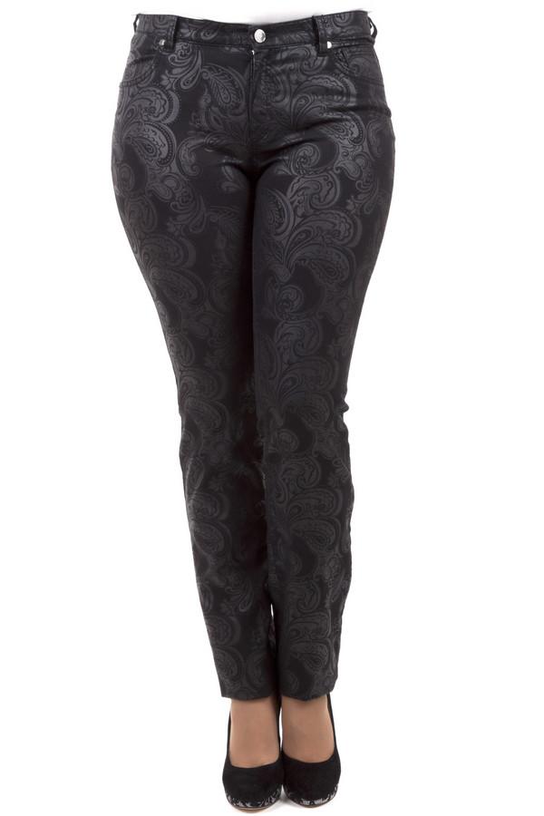 Модные джинсы Eugen KleinМодные джинсы<br>Невероятно стильные джинсы от бренда Eugen Klein прямого кроя выполнены из денима черного цвета. Изделие дополнено: шлевками под ремень, пятью стандартными карманами и застежкой-молния с пуговицей. Джинсы декорированы восточным принтом пейсли.<br><br>Размер RU: 44<br>Пол: Женский<br>Возраст: Взрослый<br>Материал: эластан 2%, полиэстер 26%, хлопок 72%<br>Цвет: Чёрный