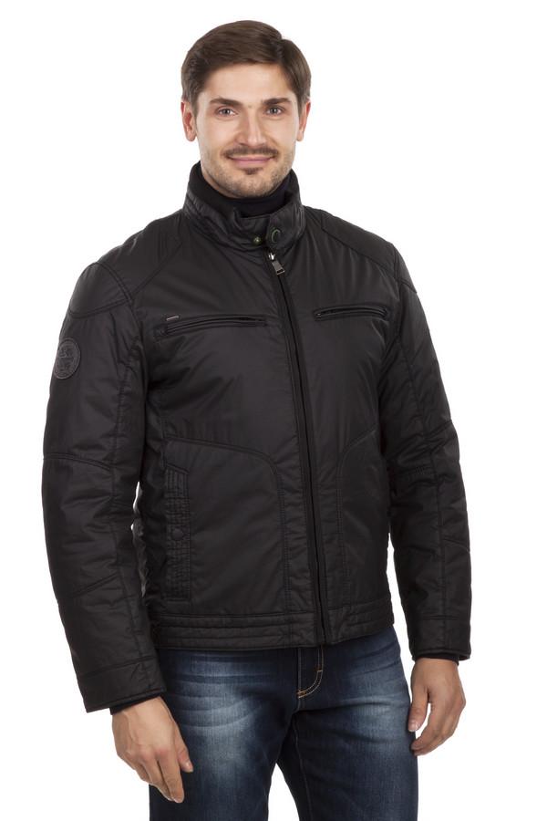 Куртка CalamarКуртки<br>Стильная черная куртка Calamar. Центральная часть изделия застегивается на молнию. Модель дополнена: воротником-стойкой, оформленным трикотажной резинкой, двумя боковыми карманами, двумя нагрудными карманами на молнии, двумя внутренними карманами. Идеально дополнит повседневный стиль.   Подкладка 100% полиэстер  Утеплитель 100% полиэстер подбивка ватой.<br><br>Размер RU: 48<br>Пол: Мужской<br>Возраст: Взрослый<br>Материал: хлопок 100%<br>Цвет: Чёрный