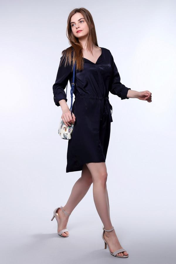 Платье CommaПлатья<br><br><br>Размер RU: 46<br>Пол: Женский<br>Возраст: Взрослый<br>Материал: вискоза 53%, полиэстер 47%<br>Цвет: Синий