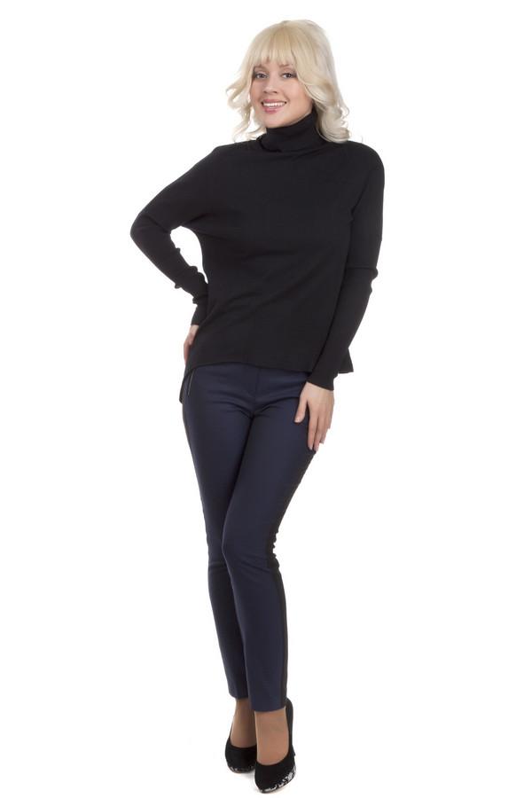 Брюки CommaБрюки<br>Женственные брюки бренда Comma прилегающего кроя. Изделие дополнено: шлевками под ремень, двумя боковыми карманами на молнии и двумя прорезными карманами сзади. Центральная часть застегивается на молнию и фиксируется на пуговицу с застежкой крючок-петля. Брюки декорированы стильным черно-синим принтом. По бокам расположена черная вертикальная полоса.<br><br>Размер RU: 50<br>Пол: Женский<br>Возраст: Взрослый<br>Материал: эластан 3%, полиэстер 65%, вискоза 32%<br>Цвет: Разноцветный