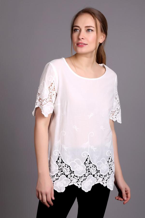 Блузa OuiБлузы<br>Блуза женская белого цвета фирмы Oui. Модель выполнена прямым фасоном. Изделие дополнено округлым воротом, втачными, короткими рукавами. Низ блузы и рукава украшают кружевные вставки. Ткань состоит из 100% хлопка. Сочетать можно с различными брюками.