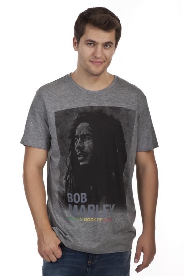 Футболкa s.OliverФутболки<br>Мужская серая футболка от бренда s.Oliver выполнена из натурального хлопкового материала. Изделие дополнено: круглым вырезом и короткими рукавами. Футболка декорирована фотопринтом с Бобом Марли.<br><br>Размер RU: 52-54<br>Пол: Мужской<br>Возраст: Взрослый<br>Материал: хлопок 100%<br>Цвет: Серый