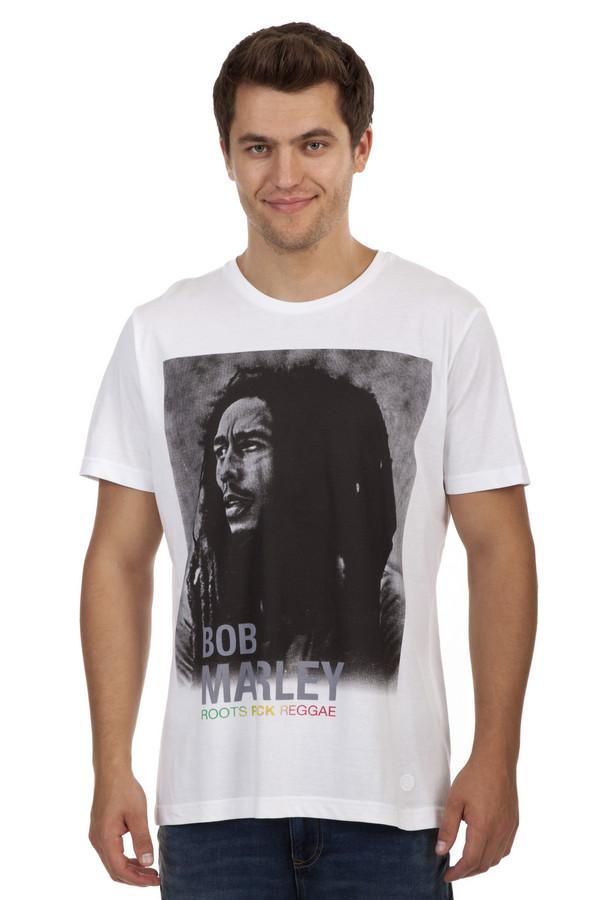 Футболкa s.OliverФутболки<br>Мужская белая футболка от бренда s.Oliver выполнена из натурального хлопкового материала. Изделие дополнено: круглым вырезом и короткими рукавами. Футболка декорирована фотопринтом с Бобом Марли.<br><br>Размер RU: 44-46<br>Пол: Мужской<br>Возраст: Взрослый<br>Материал: хлопок 100%<br>Цвет: Белый