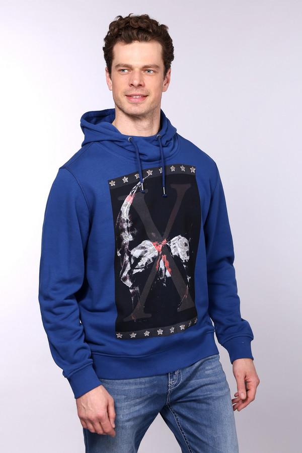 Толстовка s.OliverТолстовки<br>Синяя толстовка от бренда s.Oliver свободного кроя. Изделие дополнено: капюшоном с регулируемым шнурком и длинными рукавами. Толстовка декорирована цветным принтом.<br><br>Размер RU: 48-50<br>Пол: Мужской<br>Возраст: Взрослый<br>Материал: хлопок 90%, полиэстер 10%<br>Цвет: Синий