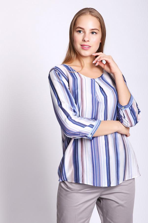 Блузa Gerry WeberБлузы<br>Блуза синего цвета фирмы Gerry Weber. Ткань состоит из 80% вискозы и 20% шелка. Модель выполнена прямым покроем. Блуза дополнена округлым воротом, застежка  капля на пуговицу, втачным рукавом 3/4 длины на манжету с пуговицей. На передней части блузы расположена встречная складка, это создает расклешенный фасон. Такая модель подойдет девушкам с различными фигурами и гармонировать будет с брюками.