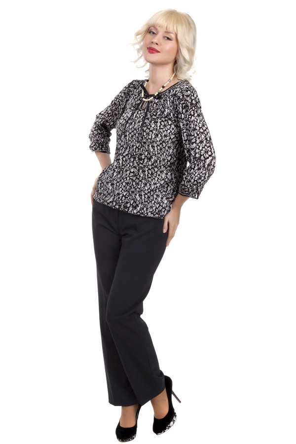 Брюки GardeurБрюки<br>Женственные брюки от бренда Gardeur прямого кроя выполнена плотной ткани представлены в деловом стиле. Изделие дополнено: шлевками под ремень и классическими стрелками. Модель застегивается на молнию, фиксируется на застежку крючок-петля и пуговицу.<br><br>Размер RU: 44K<br>Пол: Женский<br>Возраст: Взрослый<br>Материал: эластан 5%, полиэстер 52%, шерсть 43%<br>Цвет: Чёрный