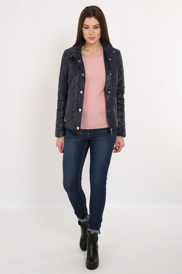 Куртка FINN FLAREКуртки<br>Стёганая темно-синяя куртка прямого кроя – отличный вариант демисезонной верхней одежды. Модель застёгивается на молнию и пуговицы-кнопки. Удобный воротник защитит вашу шею от замерзания. Подкладка и утеплитель выполнены из полиэстера, известного своими влагоотводящими качествами. На плечах имеются декоративные элементы в виде металлических камушков.<br><br>Размер RU: 52<br>Пол: Женский<br>Возраст: Взрослый<br>Материал: нейлон 100%<br>Цвет: Синий