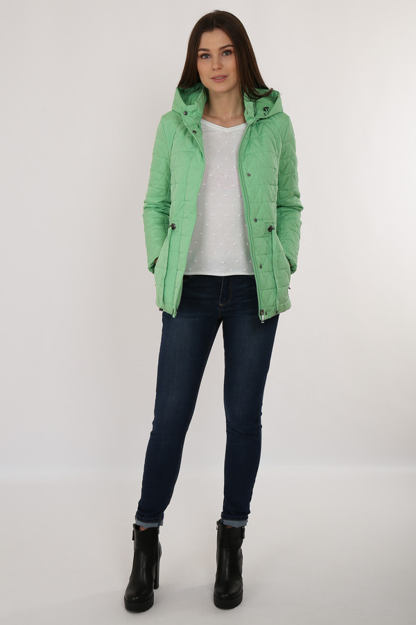 Куртка FINN FLAREКуртки<br>Приталенная стёганая куртка – необходимый вариант демисезонной верхней одежды. Модель оснащена съёмным капюшоном. По талии идет утяжка шнурками, что позволит сделать ваш силуэт еще более привлекательным. Куртка застёгивается на молнию и планку с пуговицами-кнопками. Подкладка и утеплитель выполнены из полиэстера, известного своими влагоотводящими качествами.<br><br>Размер RU: 48<br>Пол: Женский<br>Возраст: Взрослый<br>Материал: полиэстер 100%<br>Цвет: Зелёный