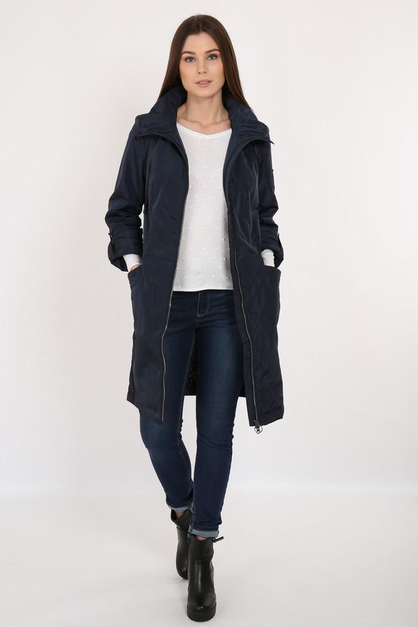 Пальто FINN FLAREПальто<br>Практичное пальто темно-синего цвета просто создано для весенних прогулок по городу! Высокий воротник можно сложить и регулировать с помощью утяжек. В качестве утеплителя и подкладки использован полиэстер. Пальто застегивается на молнию. Удобный крой и надежная верхняя ткань станут гарантом того, что эта модель прослужит вам не один сезон.<br><br>Размер RU: 46<br>Пол: Женский<br>Возраст: Взрослый<br>Материал: полиэстер 100%<br>Цвет: Синий