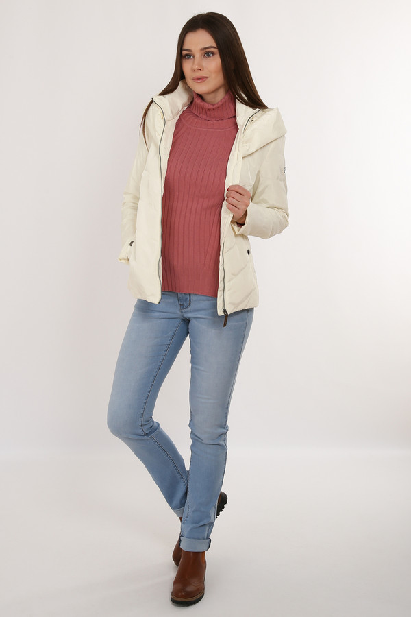 Куртка FINN FLAREКуртки<br>Короткая стеганая куртка молочного цвета и функционального кроя придется по вкусу активным городским жительницам. Модель застегивается на молнию и имеет по бокам функциональные карманы. Воротник-стойка надежно защитит вас от холода, как и несъемный капюшон. В качестве утеплителя и подкладки использован полиэстер.<br><br>Размер RU: 52<br>Пол: Женский<br>Возраст: Взрослый<br>Материал: полиэстер 100%<br>Цвет: Белый