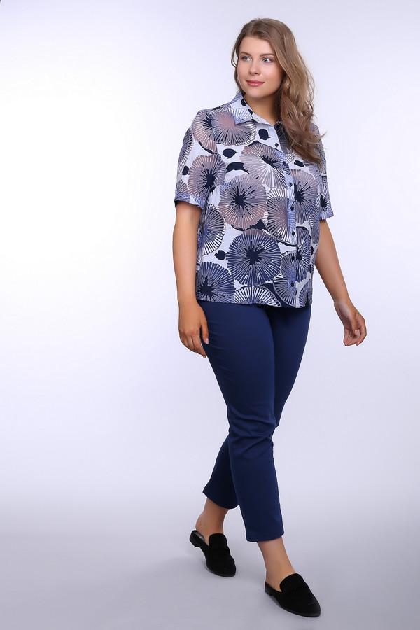 Блузa ErfoБлузы<br>Блуза голубого цвета фирмы Erfo. Ткань состоит из 81% вискозы 19% полиамида. Модель дополнена воротником на стойке, застежкой на пуговицы, рукав короткий, втачной. Изделие выполнено прямым покроем. Особое внимание привлекает крупный принт, расположенный на блузке в виде окружностей, тем самым создает неповторимость данному изделию. Будет гармонировать с однотонными брюками и юбками.