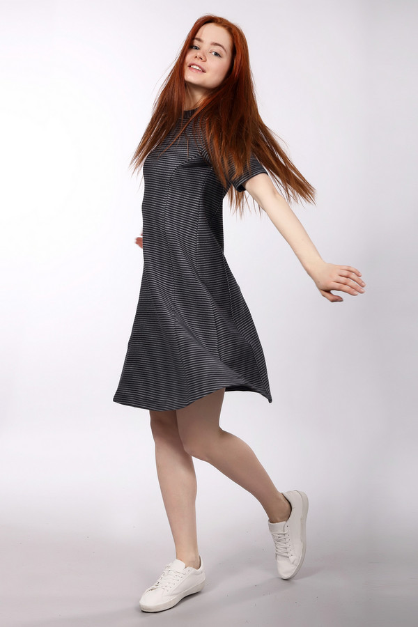 Платье s.OliverПлатья<br><br><br>Размер RU: 42<br>Пол: Женский<br>Возраст: Взрослый<br>Материал: хлопок 58%, полиэстер 42%<br>Цвет: Белый