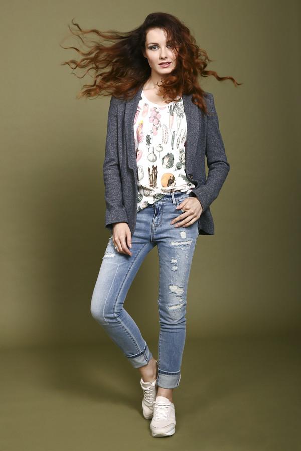Модные джинсы PinkoМодные джинсы<br>Очень модные рваные скинни джинсы Pinko светло-голубого пастельного цвета. Джинсы декорированы очень стильными потертостями, а их задние карманы прошиты желтой нитью. Они отлично садятся по фигуре и подчеркивают все ее достоинства и женственность форм. Такие джинсы обязательно должны быть в шкафу у всякой юной модницы, которая желает выделиться из толпы.<br><br>Размер RU: 42-44<br>Пол: Женский<br>Возраст: Взрослый<br>Материал: хлопок 65%, полиэстер 35%<br>Цвет: Голубой