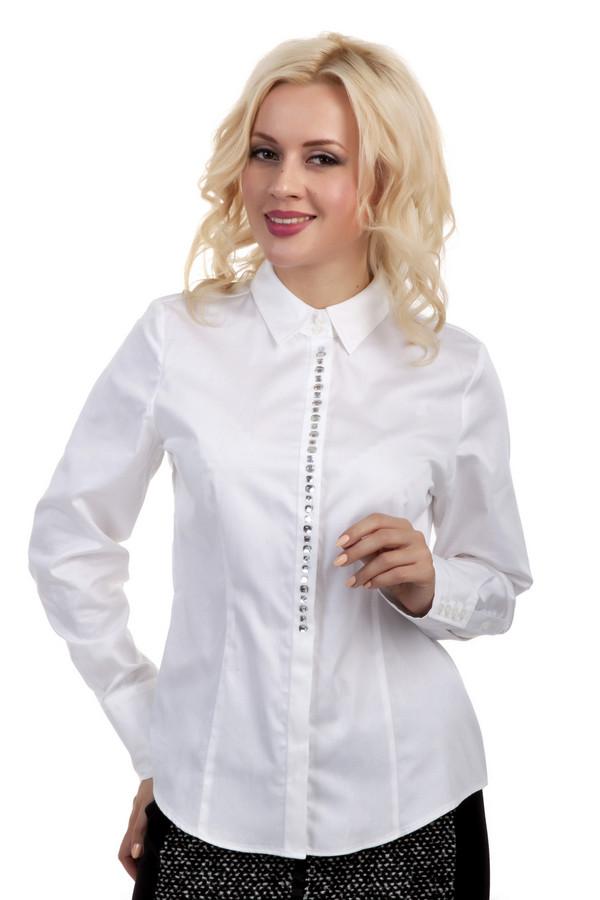 Рубашка с длинным рукавом ErfoДлинный рукав<br>Белая рубашка от бренда Erfo приталенного кроя выполнена из дышащего хлопка. Изделие дополнено: отложным воротником, планкой с пуговицами, выточками и длинными рукавами. Манжеты застегиваются на пуговицы. Планка декорирована серебристыми камушками.<br><br>Размер RU: 52<br>Пол: Женский<br>Возраст: Взрослый<br>Материал: хлопок 100%<br>Цвет: Белый