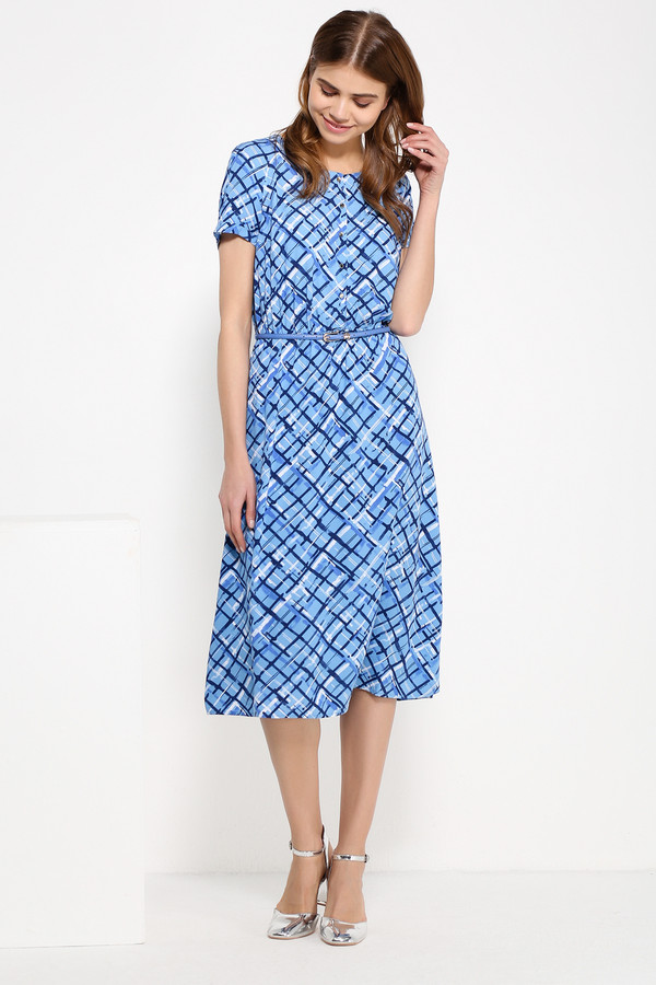 Платье FINN FLAREПлатья<br>Платье длины «миди» уже какой сезон набирают популярность, и это вполне справедливо: женщины любой комплекции выглядят в этих моделях безупречно. Поэтому наш вариант с ярким сине-голубым принтом в клетку отлично разбавит ваш гардероб. Для создания приталенного силуэта можно использовать тонкий ремешок. Выполнено платье из лёгкой и приятной на ощупь вискозы.<br><br>Размер RU: 46<br>Пол: Женский<br>Возраст: Взрослый<br>Материал: вискоза 100%<br>Цвет: Синий