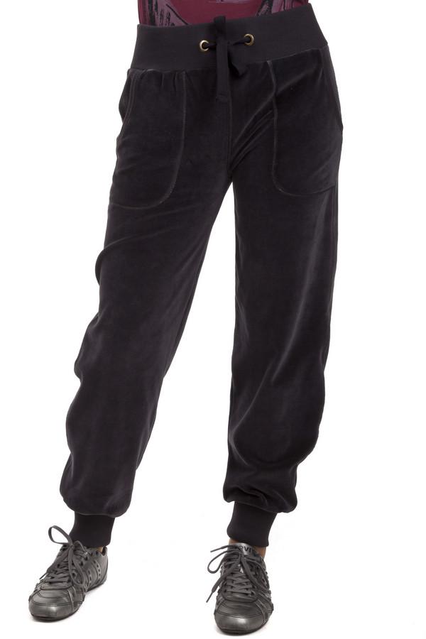 Спортивные брюки LocustСпортивные брюки<br>Спортивные брюки бренда Locust выполнены из темно-серого велюра. Изделие дополнено: широким эластичным поясом с регулируемым шнурком и двумя боковыми карманами. Манжеты и карманы оформлены трикотажной эластичной резинкой.<br><br>Размер RU: 40-42<br>Пол: Женский<br>Возраст: Взрослый<br>Материал: полиэстер 20%, хлопок 80%<br>Цвет: Серый