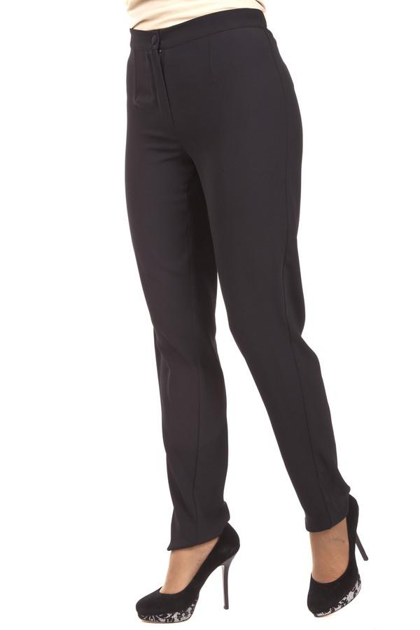 Брюки Just ValeriБрюки<br>Классические женские брюки Just Valeri представлены в двух цветах, черном и темно-синем. Изделие дополнено: стрелками и эластичной резинкой на спинке. Брюки застегиваются на молнию и фиксируются на пуговицу.<br><br>Размер RU: 50<br>Пол: Женский<br>Возраст: Взрослый<br>Материал: полиэстер 100%<br>Цвет: Чёрный