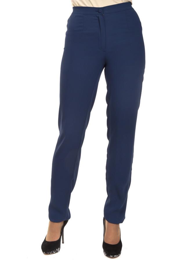 Брюки Just ValeriБрюки<br>Классические женские брюки Just Valeri представлены в двух цветах, черном и темно-синем. Изделие дополнено: стрелками и эластичной резинкой на спинке. Брюки застегиваются на молнию и фиксируются на пуговицу.<br><br>Размер RU: 42<br>Пол: Женский<br>Возраст: Взрослый<br>Материал: полиэстер 100%<br>Цвет: Синий