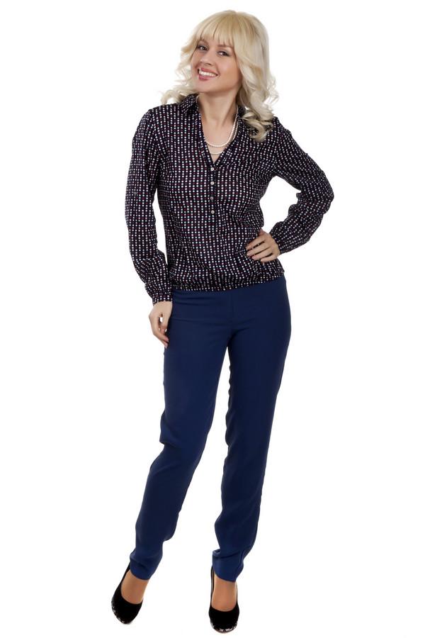 Брюки Just ValeriБрюки<br>Классические женские брюки Just Valeri представлены в двух цветах, черном и темно-синем. Изделие дополнено: стрелками и эластичной резинкой на спинке. Брюки застегиваются на молнию и фиксируются на пуговицу.<br><br>Размер RU: 50<br>Пол: Женский<br>Возраст: Взрослый<br>Материал: полиэстер 100%<br>Цвет: Синий
