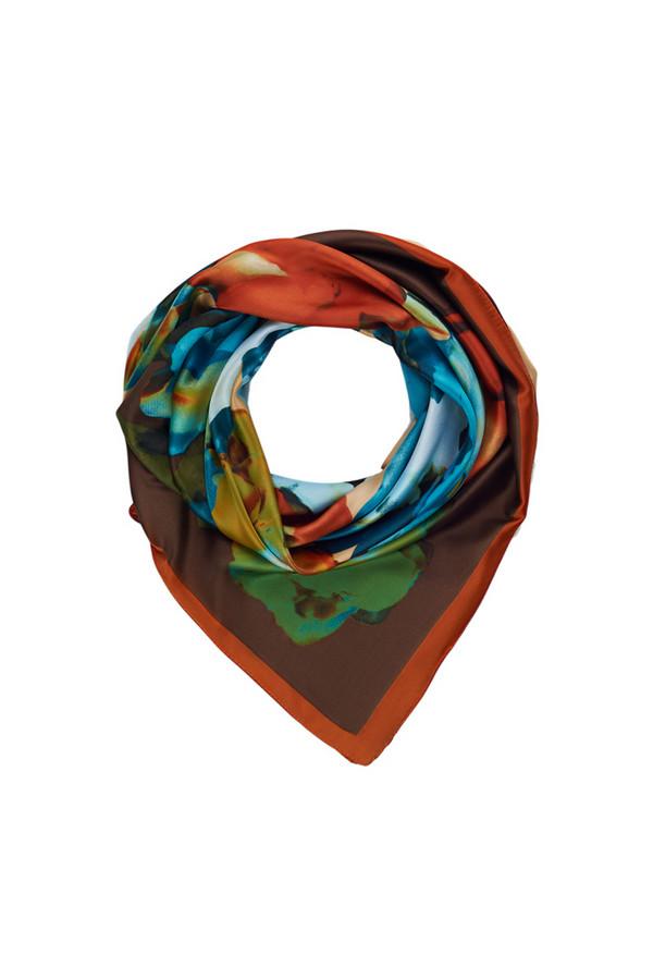 Платок SabellinoПлатки<br><br><br>Размер RU: 90 x 90<br>Пол: Женский<br>Возраст: Взрослый<br>Материал: полиэстер 100%<br>Цвет: Разноцветный