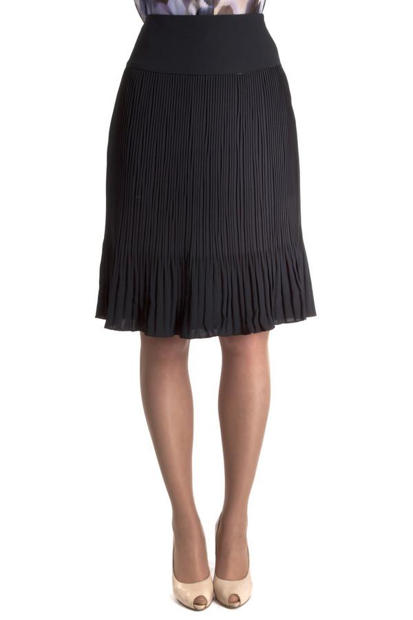 Юбка Just ValeriЮбки<br>Плиссированная легкая женственная юбка Just Valeri свободного кроя расклешенная книзу представлена в двух цветах, черном и темно-синем. Изделие дополнено сбоку скрытой молнией.<br><br>Размер RU: 46<br>Пол: Женский<br>Возраст: Взрослый<br>Материал: полиэстер 100%<br>Цвет: Чёрный