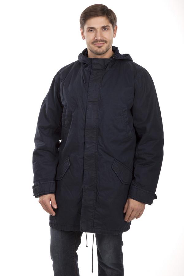 Куртка s.OliverКуртки<br>Стильная куртка «трансформер» с отстегивающей подкладкой в виде бомбера. Прекрасный выбор для практичных мужчин. Отстегнув бомбер, вы получаете легкую куртку интересного, модного кроя, так же бомбер можно носить отдельно.Центральная часть изделия застегивается на молнию и ветрозащитный клапан на пуговицах.Модель дополнена четырьмя внешними карманами, два нагрудных кармана застежка-кнопка и два накладных кармана на пуговицах. Манжеты оформлены трикотажной резинкой. Внутри изделия расположена резинка на поясе с ограничителями. В качестве подкладки использована стеганая ткань. Куртка выполнена из плотного высококачественного материала. Длина изделия до середины бедра.   Подкладка 100 полиамид.<br><br>Размер RU: 52-54<br>Пол: Мужской<br>Возраст: Взрослый<br>Материал: хлопок 100%<br>Цвет: Разноцветный