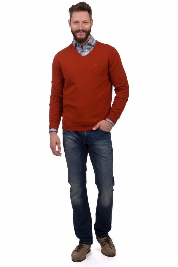 Модные джинсы s.OliverМодные джинсы<br>Мужские джинсы прямого кроя от бренда s.Oliver выполнены из хлопкового денима синего цвета. Изделие дополнено: шлевками под ремень, пятью стандартными карманами и застежкой-молния с пуговицей. Джинсы декорированы потертостями и эффектом состарености.<br><br>Размер RU: 46-48(L34)<br>Пол: Мужской<br>Возраст: Взрослый<br>Материал: эластан 1%, хлопок 99%<br>Цвет: Синий