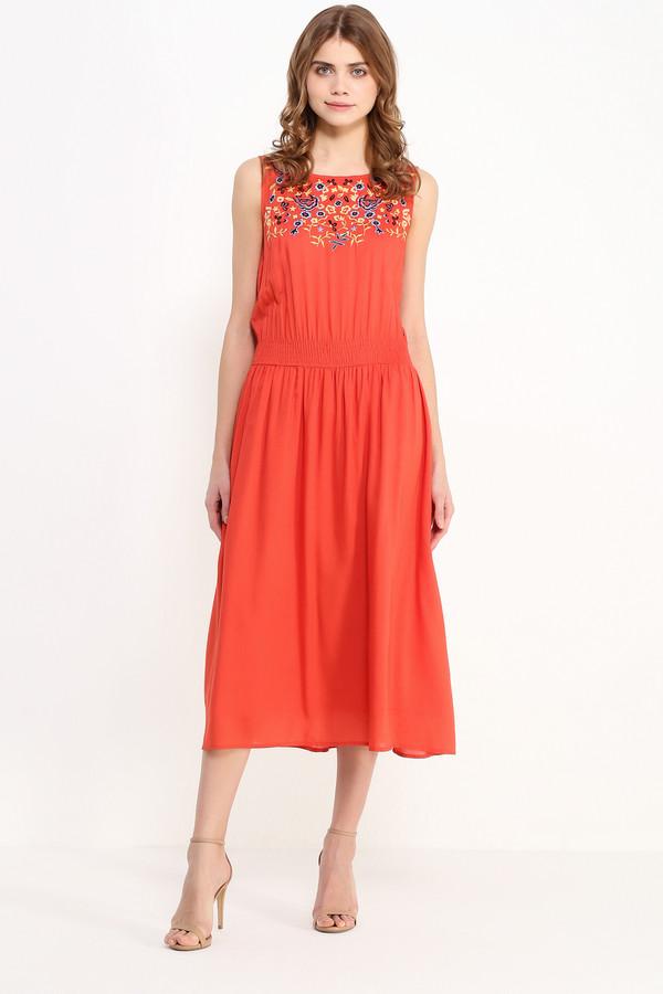 Платье FINN FLAREПлатья<br>Платье миди-длины уже который сезон не сходят с мировых подиумов, и это не спроста: модели ниже колена как никакие другие лучше преподносят женскую фигуру, скрывая недостатки. Этот сарафан ярко-оранжевого цвета с цветочной вышивкой на груди и утяжкой на талии станет прекрасным нарядом для прогулок по городу или коктейльной вечеринки. Выполнен из лёгкой и прочной вискозы.<br><br>Размер RU: 50<br>Пол: Женский<br>Возраст: Взрослый<br>Материал: вискоза 100%<br>Цвет: Оранжевый