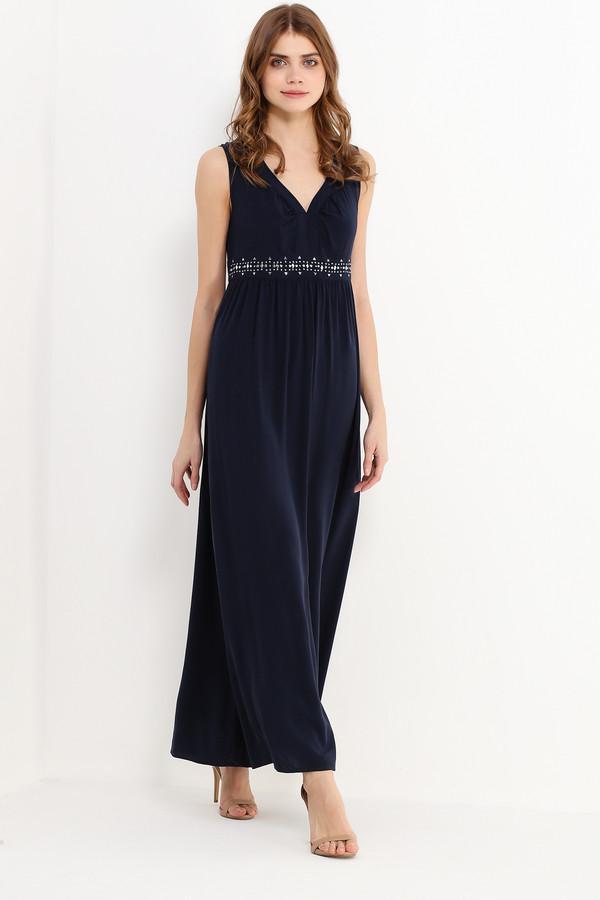 Платье FINN FLAREПлатья<br>Сарафаны прочно вошли в наши летние гардеробы, и поэтому советуем вам присмотреть себе стильную модель из нашей новой летней коллекции! Длинные и приталенные, они отличаются насыщенным цветом и продуманным комфортным кроем. Эта модель тёмно-синего цвета не оставит никого равнодушным благодаря привлекательному V-образному вырезу и блестящим декоративным элементам на талии. Выполнено платье из приятной на ощупь вискозы.<br><br>Размер RU: 50<br>Пол: Женский<br>Возраст: Взрослый<br>Материал: вискоза 100%<br>Цвет: Синий