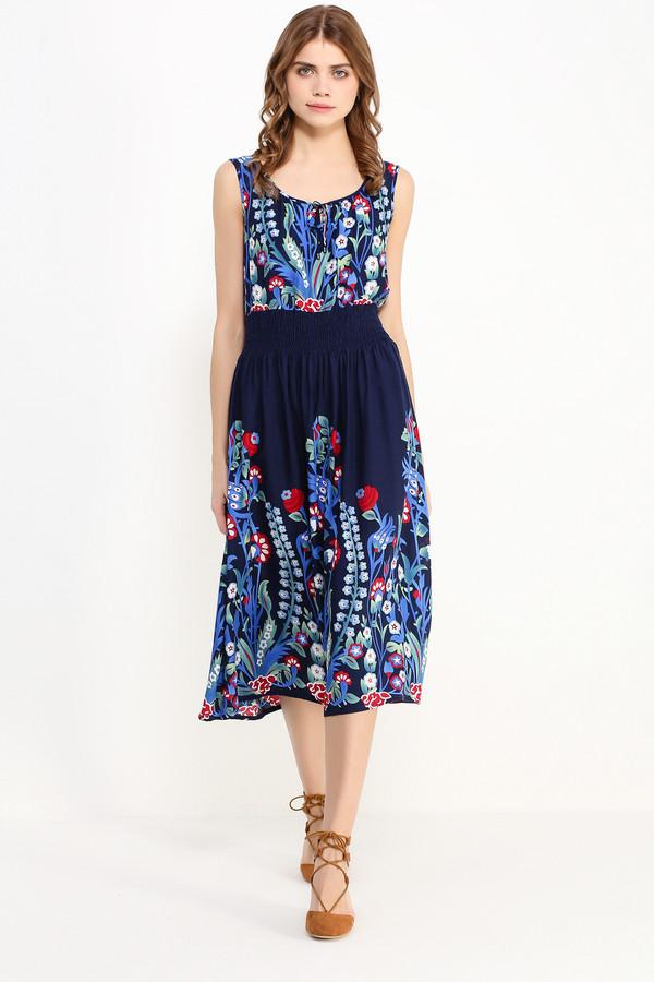 Платье FINN FLAREПлатья<br>Цветочные принты в летних коллекциях мировых дизайнеров побили все рекорды и, кажется, не собираются вовсе уходить. Предлагаем вам последовать тренду и приобрести такое чудесное лёгкое платье без рукавов и с утяжкой в области талии. Юбка и верх модели украшены ало-голубыми цветами, гармонично расположенными на тёмно-синем фоне. Выполнено платье из прочной и приятной на ощупь вискозы.