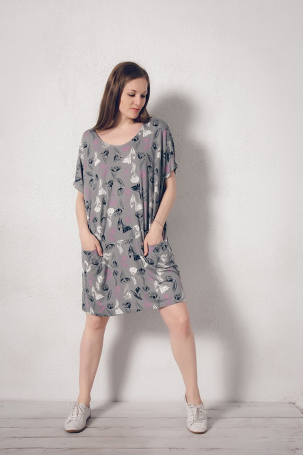 Платье MARUSЯПлатья<br><br><br>Размер RU: 48/50<br>Пол: Женский<br>Возраст: Взрослый<br>Материал: эластан 8%, вискоза 92%<br>Цвет: Серый