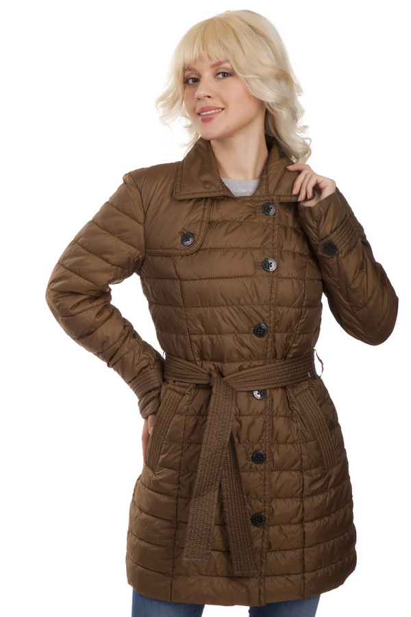 Пальто Tom TailorПальто<br>Стеганое однобортное пальто Tom Tailor выполнено из высококачественного материала зелено-коричневого цвета. Центральная часть изделия застегивается на пуговицы. Модель дополнена эффектной кокеткой, двумя боковыми карманами, на талии расположен - широкий пояс, что позволит без труда подчеркнуть линию талии. Пальто с легкостью дополнит ваш повседневный образ.  В качестве подкладки и утеплителя использован 100% полиэстер.<br><br>Размер RU: 42-44<br>Пол: Женский<br>Возраст: Взрослый<br>Материал: полиэстер 100%<br>Цвет: Коричневый