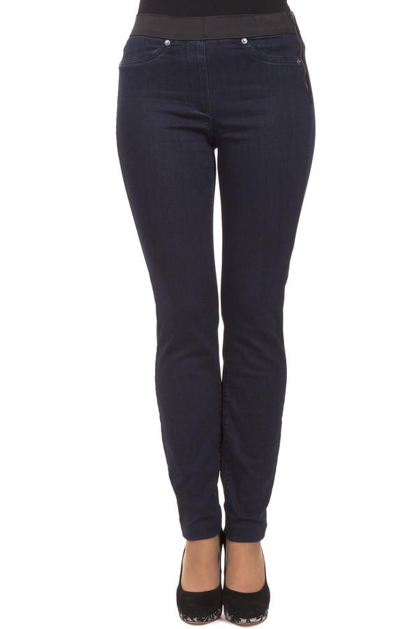 Классические джинсы TaifunКлассические джинсы<br>Классические джинсы Taifun синего цвета, пошиты по облегающему крою. На поясе есть широкая резинка, которая выполняет эстетическую функцию и придает дополнительную фиксацию. На боку есть незаметная молния, которую легко спрятать под блузой. На задней части брюк расположено два кармана. Выгодно подчеркивает достоинства фигуры. Идеально подходит для повседневного использования.<br><br>Размер RU: 48<br>Пол: Женский<br>Возраст: Взрослый<br>Материал: эластан 2%, хлопок 58%, полиэстер 27%, вискоза 13%<br>Цвет: Синий