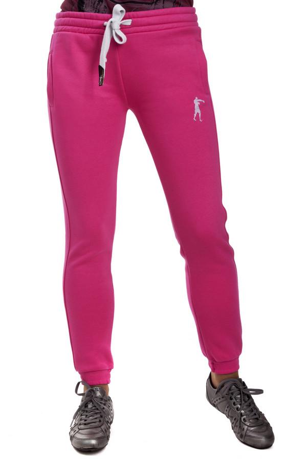 Спортивные брюки Boxeur Des RuesСпортивные брюки<br>Женские спортивные брюки Boxeur Des Rues выполнены из ярко-розового хлопкового материала с добавлением полиэстера. Изделие дополнено: широким эластичным поясом с регулируемым шнурком, боковыми карманами и эластичными манжетами с резинкой. Брюки декорированы принтом с символикой и названием бренда.<br><br>Размер RU: 38<br>Пол: Женский<br>Возраст: Взрослый<br>Материал: хлопок 80%, полиэстер 20%<br>Цвет: Розовый