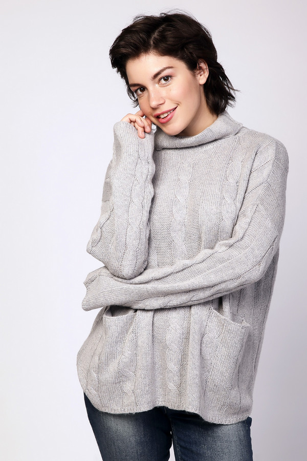 Пуловер PezzoПуловеры<br><br><br>Размер RU: 54<br>Пол: Женский<br>Возраст: Взрослый<br>Материал: акрил 44%, вискоза 26%, шерсть 18%, нейлон 12%<br>Цвет: Серый