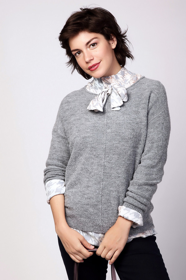 Пуловер PezzoПуловеры<br><br><br>Размер RU: 50<br>Пол: Женский<br>Возраст: Взрослый<br>Материал: нейлон 20%, акрил 68%, шерсть 12%<br>Цвет: Серый