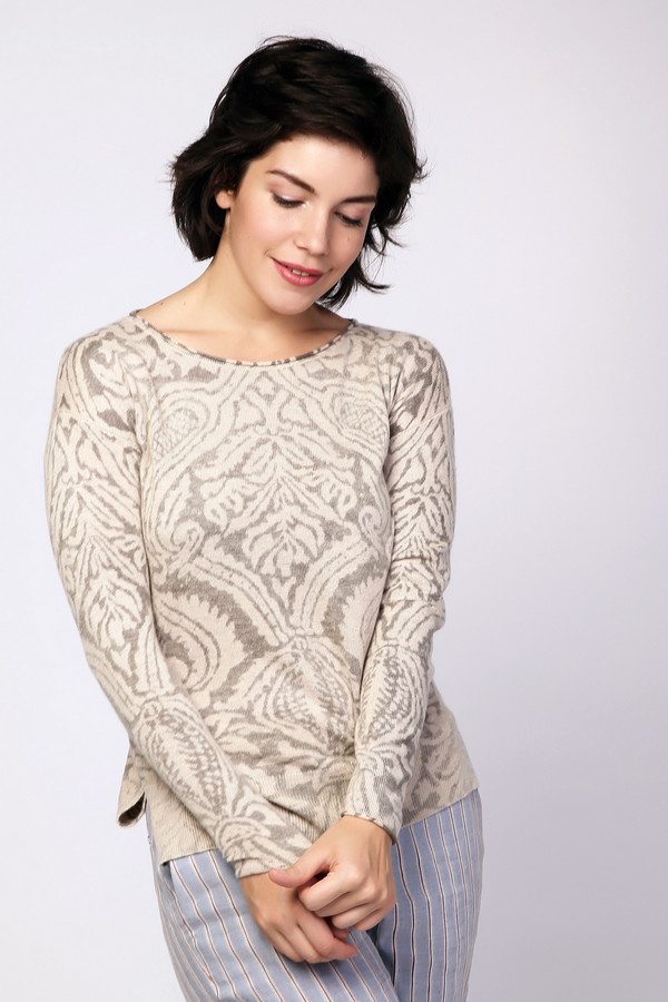 Пуловер PezzoПуловеры<br><br><br>Размер RU: 52<br>Пол: Женский<br>Возраст: Взрослый<br>Материал: полиамид 20%, полиэстер 30%, шерсть 5%, ангора 5%, район 40%<br>Цвет: Бежевый