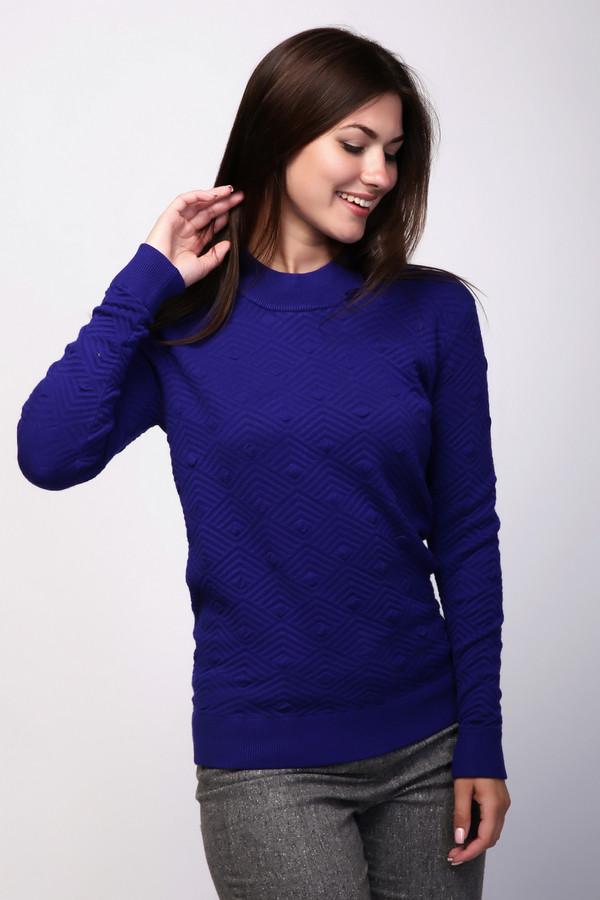 Пуловер Just ValeriПуловеры<br>Пуловер женский синего цвета фирмы Just Valeri. Ткань состоит из 2% эластана, 81% вискозы и 17% полиамида. Модель выполнена прямым покроем. Пуловер дополнен круглым воротом - стойка, длинными, втачными рукавами. На рукавах и низ пуловера заканчивает вязаная резинка. Изделие имеет выпуклый принт. Такая модель гармонировать может с классическими брюками.