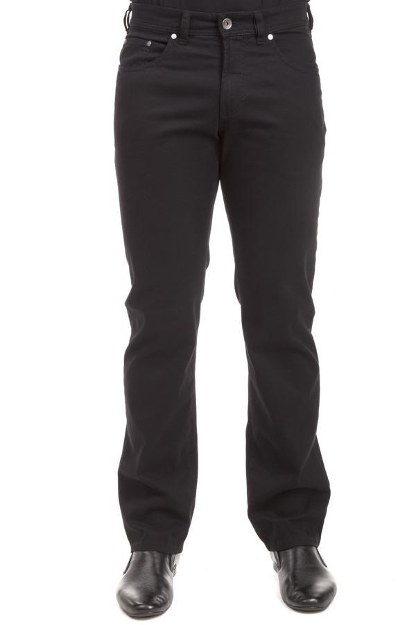 Классические джинсы GardeurКлассические джинсы<br>Мужские черные джинсы от бренда Gardeur прямого кроя выполнены из плотного хлопкового денима с добавлением эластана. Изделие дополнено: шлевками для ремня, пятью стандартными карманами и застежкой-молния с пуговицей.<br><br>Размер RU: 56(L32)<br>Пол: Мужской<br>Возраст: Взрослый<br>Материал: хлопок 98%, эластан 2%<br>Цвет: Чёрный
