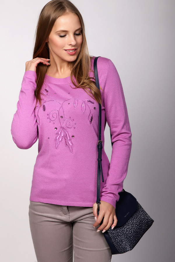 Пуловер PezzoПуловеры<br>Пуловер женский розового цвета фирмы Pezzo. Модель выполнена прямым фасоном. Изделие дополнено округлым воротом, втачными, длинными рукавами. Передняя часть пуловера декорирована вышивкой. Состав ткани: 46% вискоза, 35% полиамид, 19% шерсть. Комбинировать можно с различными брюками.
