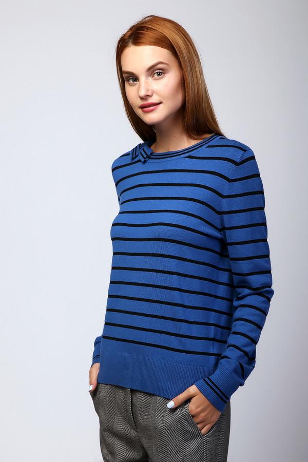 Пуловер PezzoПуловеры<br>Пуловер женский синего цвета фирмы Pezzo. Модель выполнена прямым фасоном. Изделие дополнено округлым воротом, втачными, длинными рукавами. Ткань состоит из 53% вискозы, 32% полиамида, 15% шерсти. Комбинировать можно с различными брюками. Комбинировать можно с различными брюками.