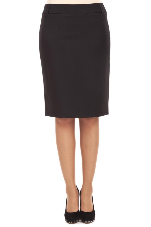 Юбка GardeurЮбки<br>Прямая черная юбка от бренда Gardeur выполнена из плотной ткани. Изделие дополнено: поясом с шлевками, скрытой застежкой-молния и шлицем.<br><br>Размер RU: 52<br>Пол: Женский<br>Возраст: Взрослый<br>Материал: эластан 4%, полиэстер 53%, шерсть 43%<br>Цвет: Чёрный