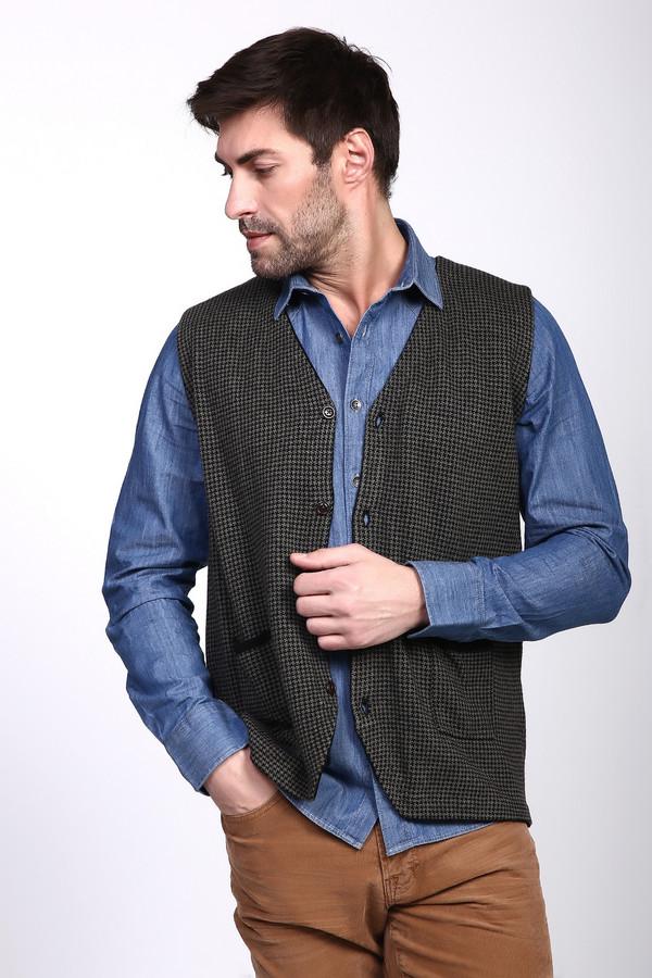 Жилет PezzoЖилеты<br>Жилет мужской серого цвета фирмы Pezzo. Модель выполнена прямым фасоном. Изделие дополнено V - образным вырезом, застежка на пуговицы, накладными карманами. Ткань состоит из 33% вискозы, 20% хлопка, 23% полиамида, 20% шерсти, 4% кашемира. Комбинировать можно с различными рубашками, брюками.