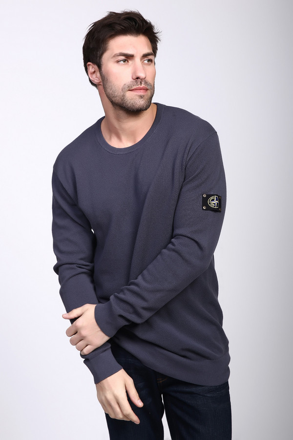 Джемпер PezzoДжемперы и Пуловеры<br>Джемпер мужской синего цвета фирмы Pezzo. Модель выполнена прямым фасоном. Изделие дополнено круглым воротом, втачными, длинными рукавами. Ткань состоит из 100% хлопка. Комбинировать можно с различными брюками.