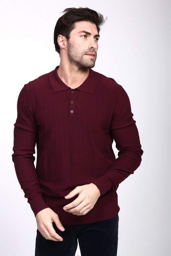 Джемпер PezzoДжемперы и Пуловеры<br><br><br>Размер RU: 46<br>Пол: Мужской<br>Возраст: Взрослый<br>Материал: полиамид 35%, вискоза 46%, шерсть 19%<br>Цвет: Бордовый
