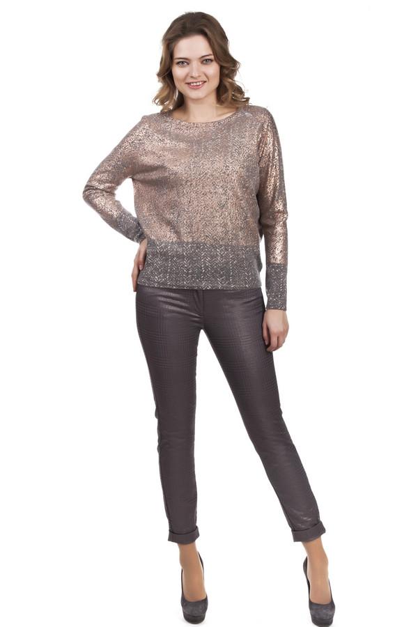 Брюки Luisa CeranoБрюки<br>Очень оригинальные и очень стильные брюки Luisa Cerano. Эти брюки серого цвета, с золотистым клетчатым принтом. Такую вещь осмелится надеть далеко не каждая девушка или женщина, а зря, потому что это брюки сделают яркой даже самую невзрачную даму. Они обтягивают женственные бедра и ноги, и поэтому показывают всю красоту вашей фигуры. Это те брюки, которые помогут вам выглядеть стильно и неординарно в простой будний день.<br><br>Размер RU: 50<br>Пол: Женский<br>Возраст: Взрослый<br>Материал: хлопок 98%, эластан 2%<br>Цвет: Серый