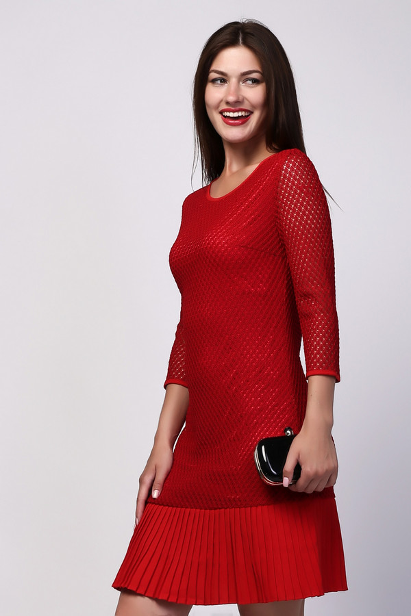 Платье PezzoПлатья<br><br><br>Размер RU: 42<br>Пол: Женский<br>Возраст: Взрослый<br>Материал: вискоза 15%, полиэстер 85%, Состав_подкладка полиэстер 100%, Состав_отделка полиэстер 100%<br>Цвет: Красный
