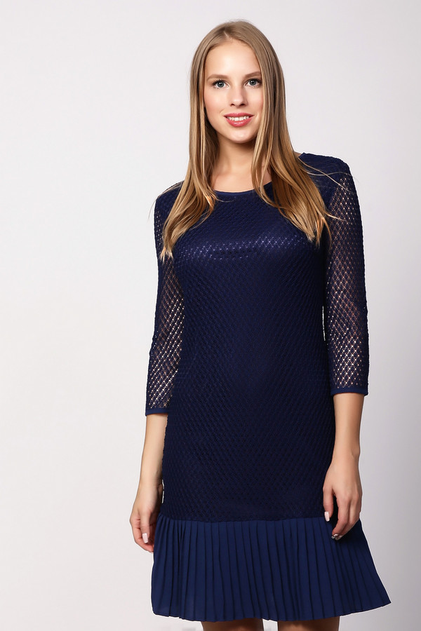 Платье PezzoПлатья<br>Изящное платье от бренда Pezzo насыщенного темно-синего цвета. Изделие дополнено: круглым воротом, прозрачными рукавами 3/4 и застежкой-молния по спинке. Поверх подкладки платье оформлено ажурной сеткой. Подол декорирован плиссированной вставкой в цвет. Идеальный вариант для торжественных мероприятий и праздников, стоит лишь добавить небольшой клатч.